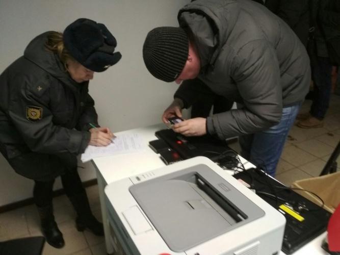 Компьютеры, принтер и личные ноутбуки волонтёров изъяли 16 января. В УМВД это объяснили тем, что поступило сообщение об агитационных листовках экстремистского характера. © Фото Ярослава Путрова