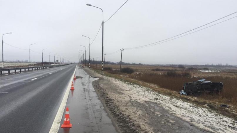 ДТП с участием Hyundai Grand Starex на М10. © Пресс-служба УГИБДД по Новгородской области