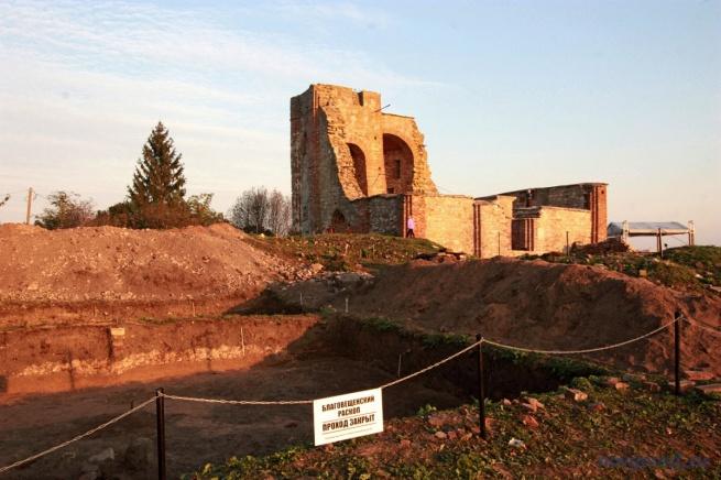 Руины церкви Благовещения на Рюриковом городище. © Фото из архива интернет-портала «Новгород.ру»