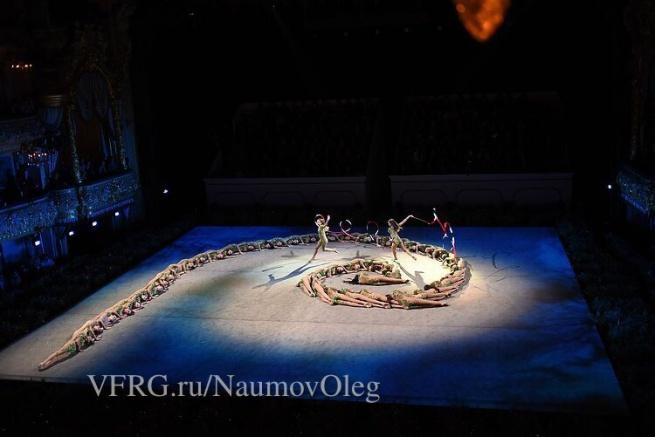 Выступление гимнасток на сцене Мариинского театра. © Фото Олега Наумова