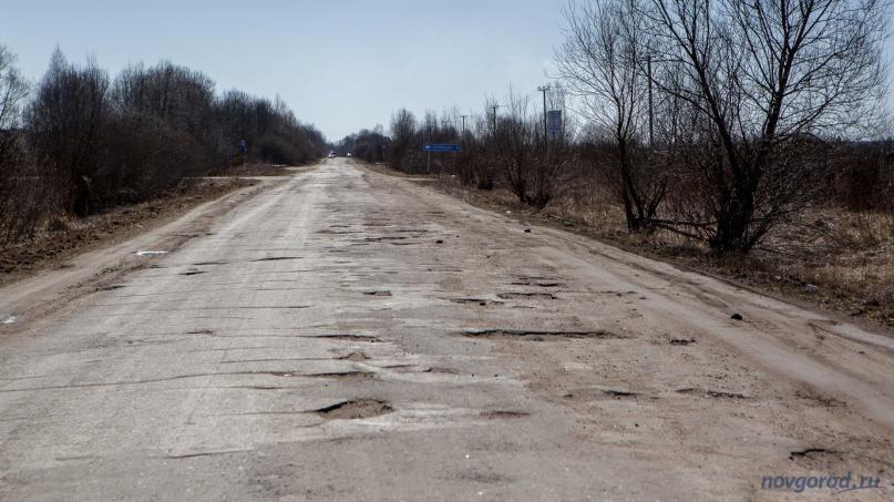 Межмуниципальная дорога 49К-1750, на выезде из Старой Руссы в сторону деревни Белебелка. © Фото из архива интернет-портала «Новгород.ру»