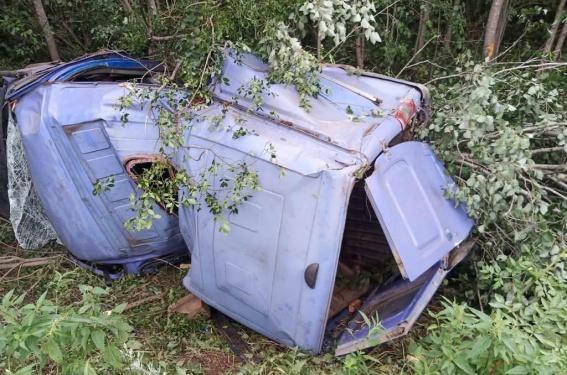 В Боровичском районе нетрезвый водитель скутера без прав на управление упал на проезжую часть