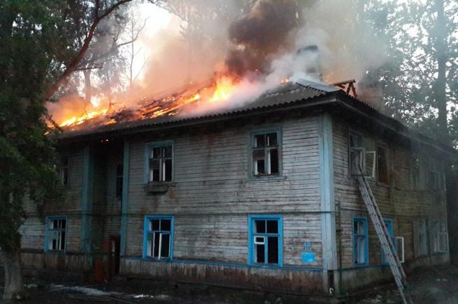 Пожар на ул. Великолукской. © Фото Алексея Лихацкого