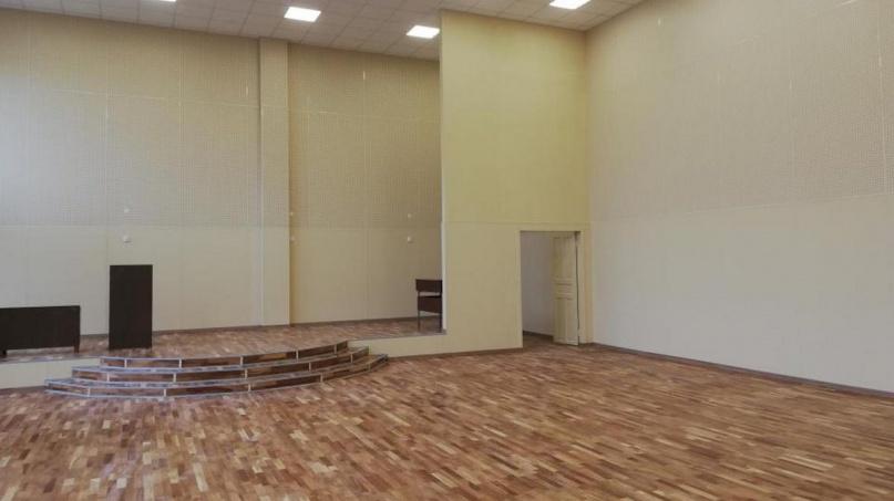 Отремонтированный актовый зал. © adm.nov.ru