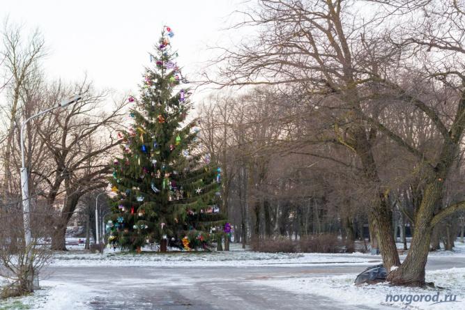 Новогодняя ёлка в парке 30 лет Октября. © Фото из архива интернет-портала «Новгород.ру»