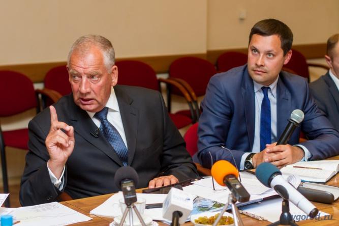 Экс-губернатор Сергей Митин и Анатолий Гусев. © Фото из архива интернет-портала «Новгород.ру»