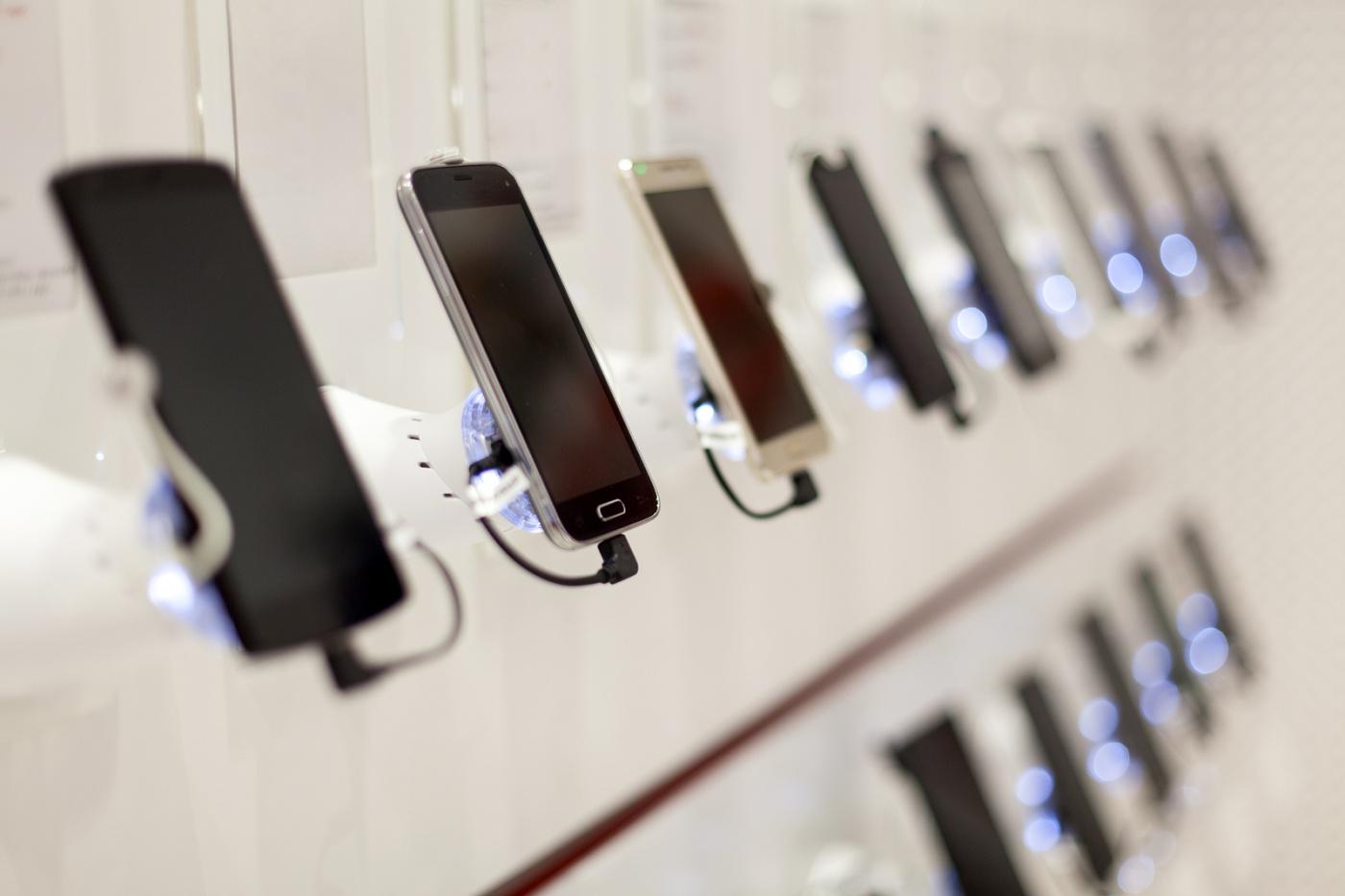 Липчане стали менее  экономить на закупке  телефонов