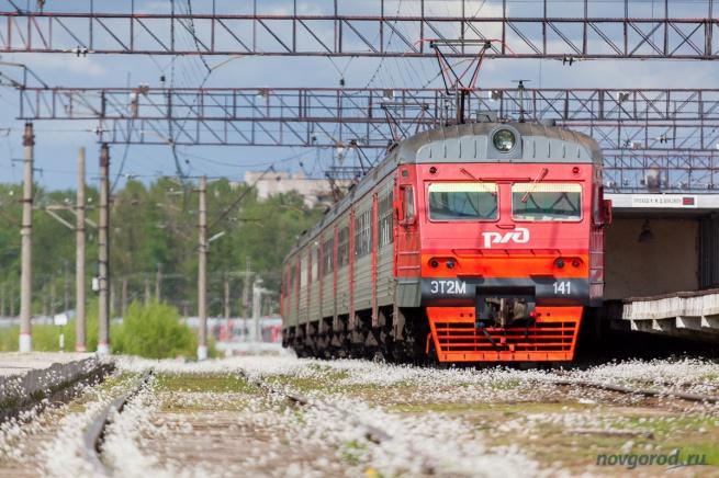 Электричка на вокзале Великого Новгорода.