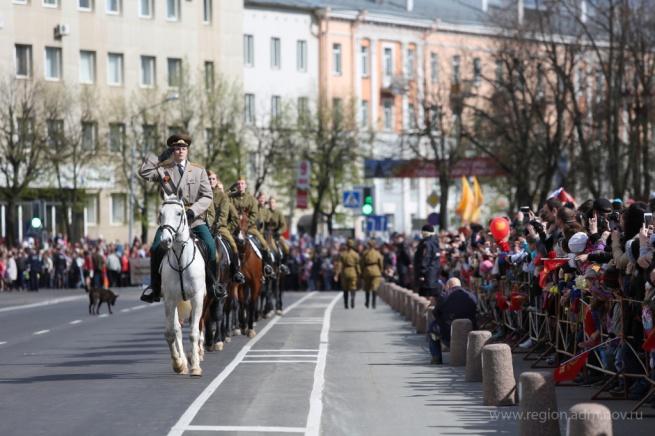 Военный парад в Великом Новгороде. © Фото С. Суфтина с сайта region.adm.nov.ru