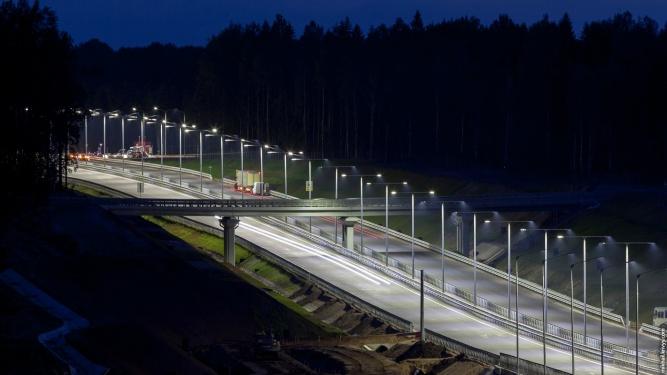 Площадка для отдыха с контейнерной АЗС на 480 км платной автомагистрали М11. © Фото из архива интернет-портала «Новгород.ру»