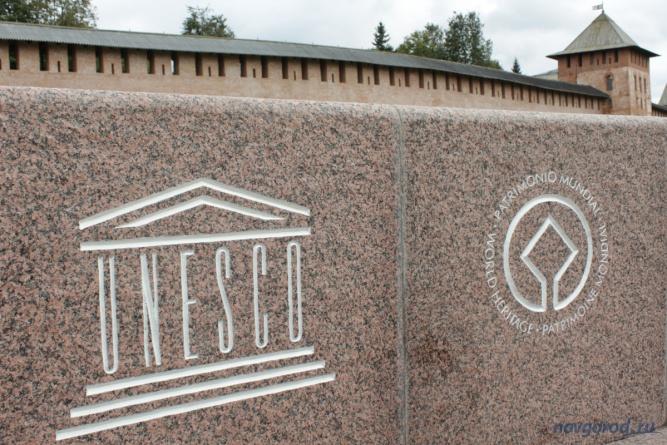 Об установке памятного знака объявили в мае. Летом новгородцам предложили выбрать место для него.