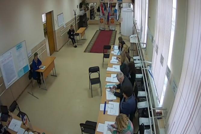 На 220 избирательных участках в Новгородской области организовано видеонаблюдение.