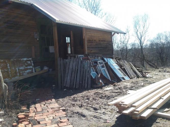 Одна семья из числа погорельцев сейчас проводит капитальный ремонт в доме, который предоставила администрация. © Фото: Ольга Мартынова