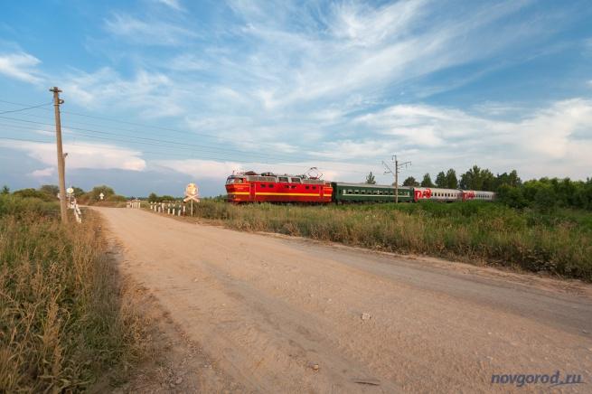 Железнодорожный переезд в деревне Витка. © Фото из архива интернет-портала «Новгород.ру»