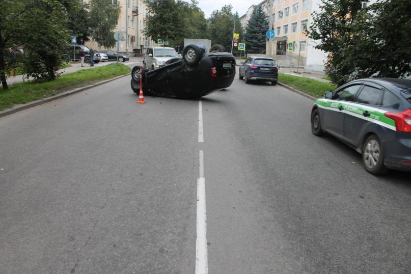 ДТП на ул. Великая. © Фото пресс-службы УГИБДД с сайта гибдд.рф
