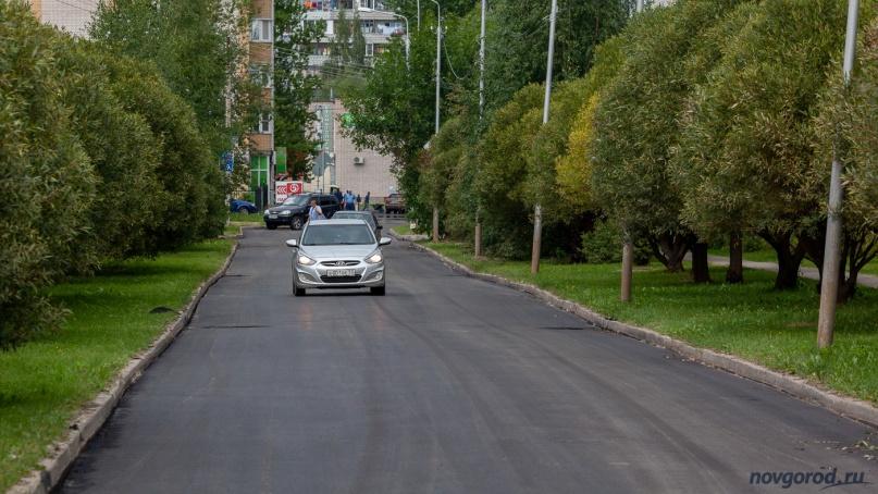 Улица Озерная после укладки первого слоя асфальтового покрытия.