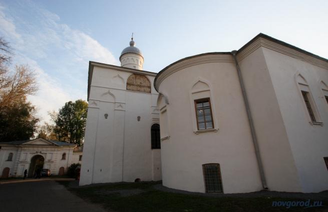 Церковь Сретения в Антониевом монастыре, где располагается музей книжности.