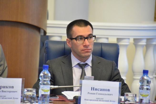 Роман Нисанов на заседании думы. © Фото с сайта duma.niac.ru