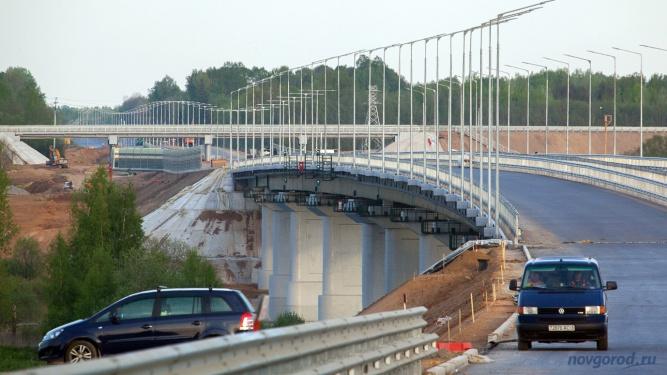 Вид с левого берега на мост через Волхов. © Фото из архива интернет-портала «Новгород.ру»