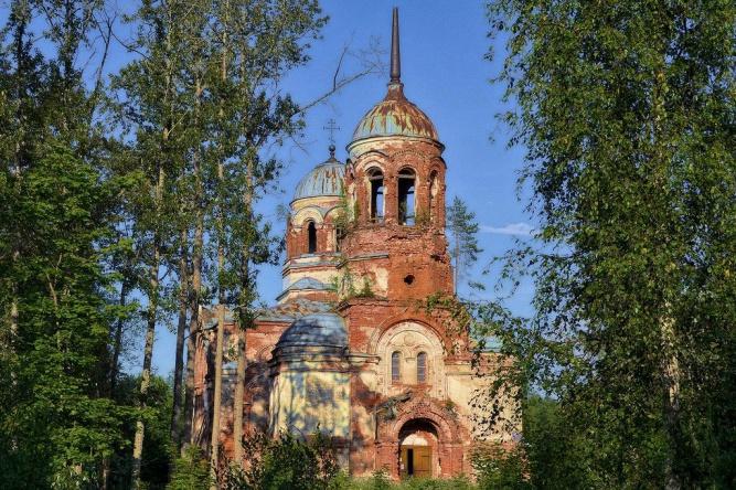 © Благотворительный фонд восстановления церкви Святой Живоначальной Троицы с часовней в Язвищах