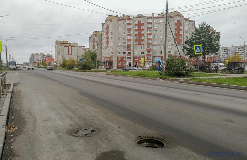Открытый люк на улице Псковская.