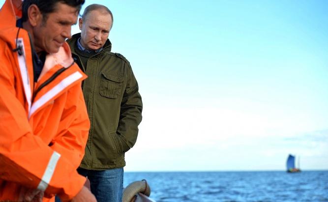 Владимир Путин во время приезда в Новгородскую область в сентябре 2016 года. © Фото пресс-службы Кремля