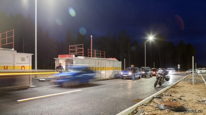 Пункт экстренной заправки на 480 км автомагистрали М11, два часа ночи.