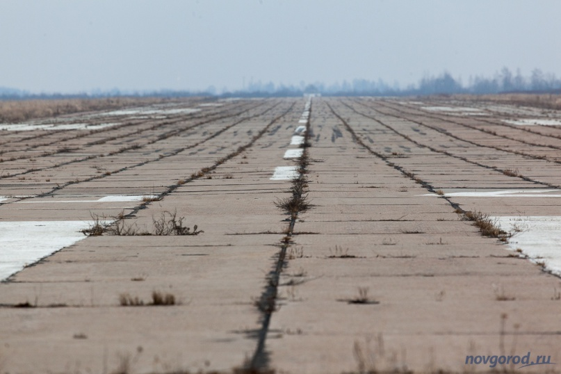 Взлетно-посадочная полоса на аэродроме в Кречевицах. © Фото из архива интернет-портала «Новгород.ру»
