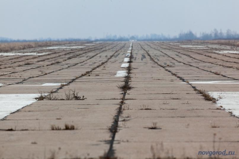 Взлётная полоса на аэродроме в Кречевицах. Март 2014 года. © Фото из архива интернет-портала «Новгород.ру»