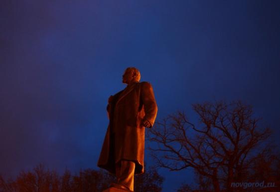 По поручению губернатора в Великом Новгороде отремонтируют памятники Ленину