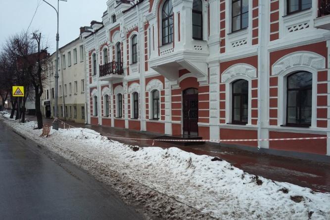Место незаконной парковки возле дома №10 по улице Большая Московская. © Общественное движение «Новый город»