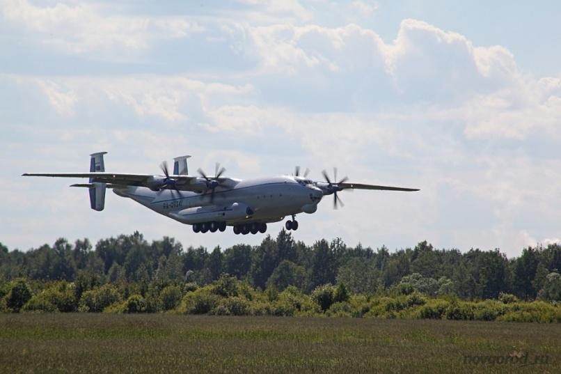 Взлет Ан-22. Аэродром Кречевицы.
