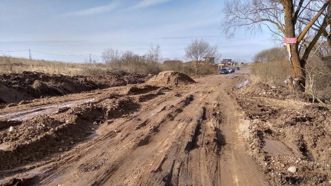 Разрушенный участок дороги у деревни Зарелье.