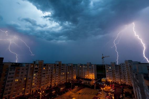 Новгородцев предупреждают о грозах и ливнях