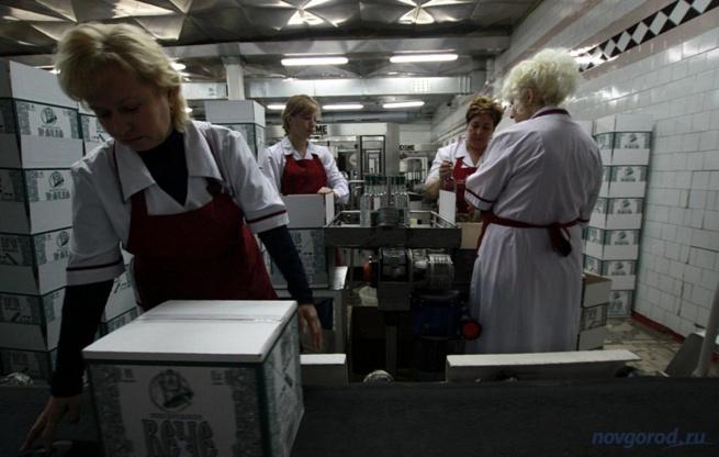На заводе «Алкон». © Фото из архива интернет-портала «Новгород.ру»