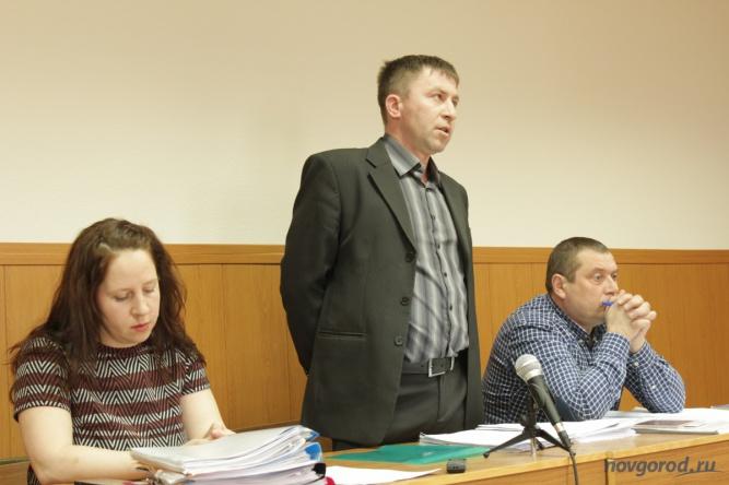 © Защитница Павла Бойцова Надежда Назарова, в центре Павел Бойцов, справа его адвокат Алексей Горохов