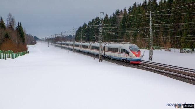 Поезд №774 Москва — Санкт-Петербург проследует по перегону Боровёнка — Торбино на скорости 250 км/ч. 31 марта 2018 года.