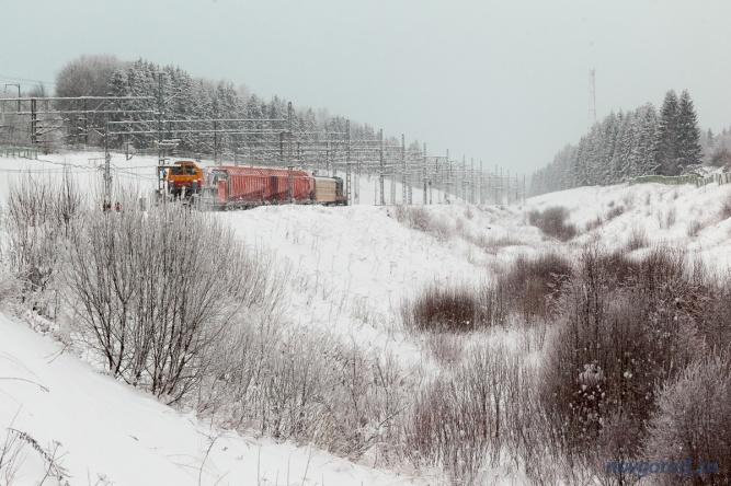Снегоуборочный поезд на станции Мстинский Мост, Маловишерский район.