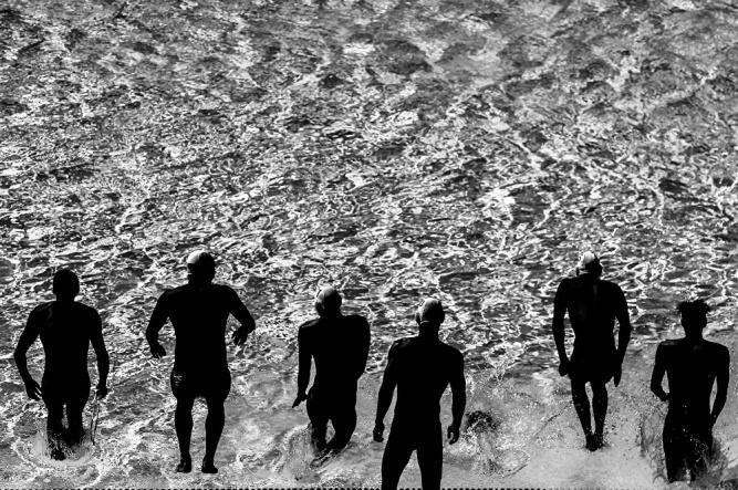 © Конкурсная работа Константина Чалабова из серии «Свет и линии водного поло»