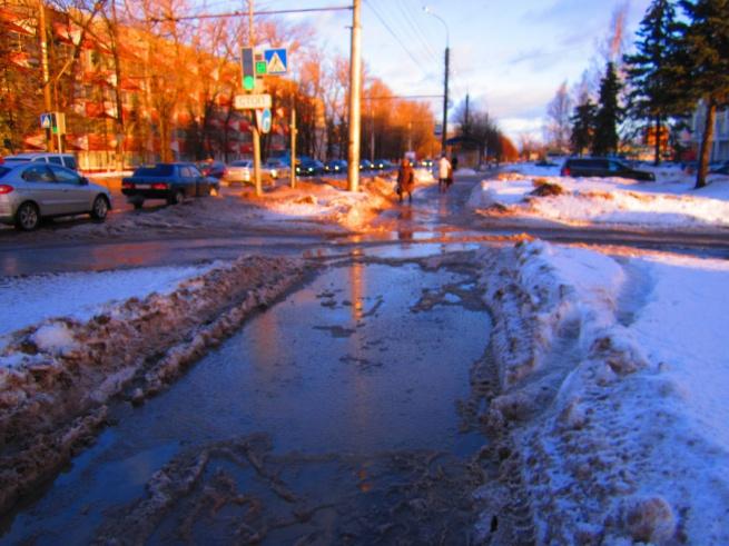 Тротуар на улице Б. Санкт-Петербургская. © Фото Георгия Филиппова