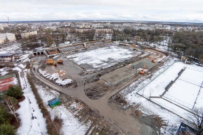 Реконструкция на стадионе «Центральный», апрель 2015.