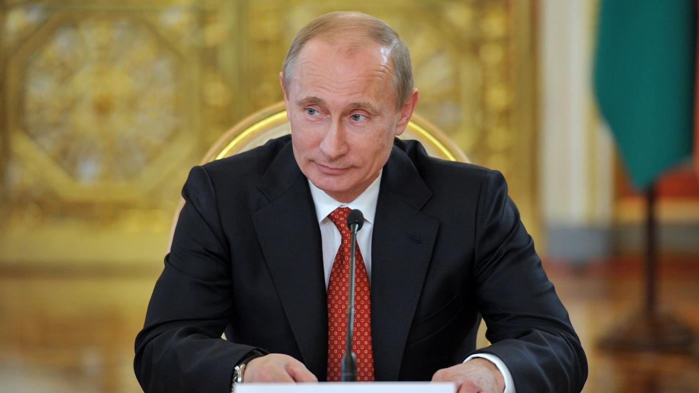 Путин поручил освободить от НДФЛ земских учителей и докторов