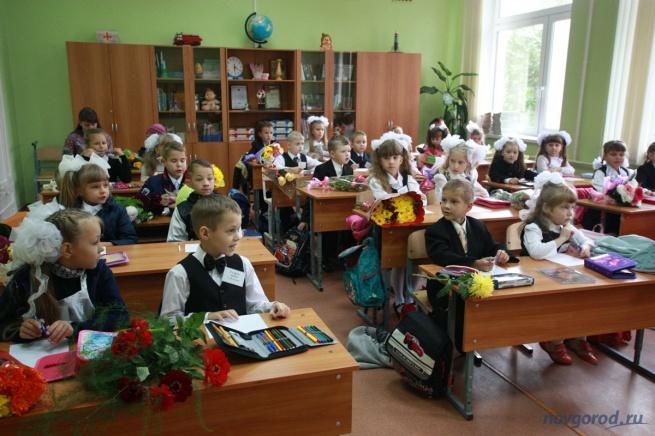 Будущих первоклашек зачислили в школу