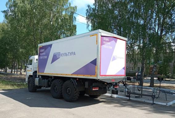 В Хвойной появился автоклуб на базе КамАЗа