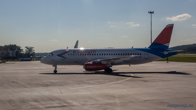 Sukhoi Superjet 100 авиакомпании «Азимут». Фото из архива интернет-портала «Новгород.ру» ©