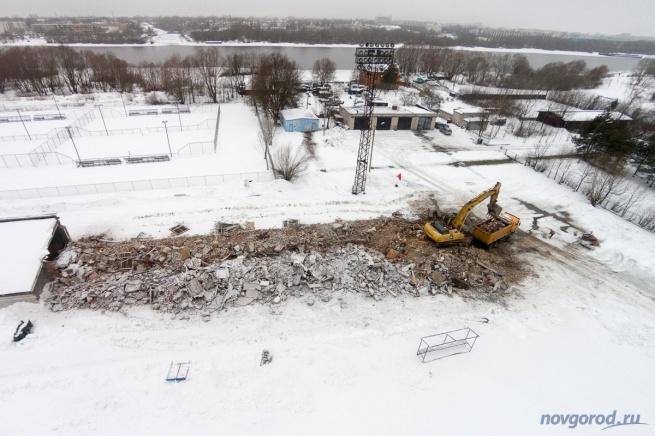 Снос западной трибуны, 19 февраля 2015 года. © Фото из архива интернет-портала «Новгород.ру»