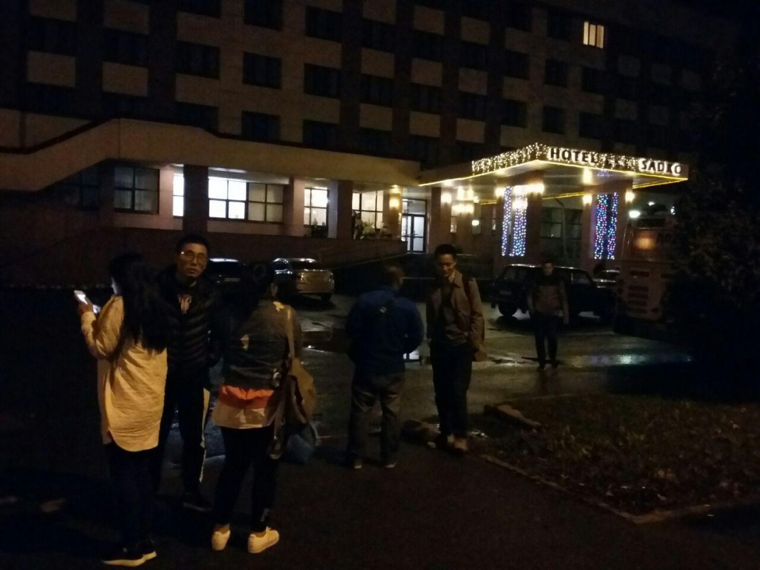 ВВеликом Новгороде проходит массовая эвакуация после звонков обомбах