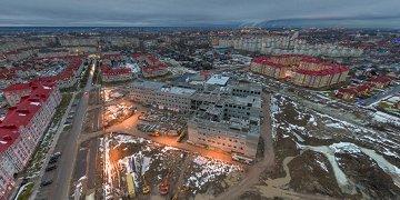 """Строительство новой новгородской школы №37 на ул. Белорусская ведётся круглосуточно шесть дней в неделю. В <a href=""""https://news.novgorod.ru/news/160638.html"""" target=""""_blank"""">городской администрации были уверены</a>, что к новому году строительство будет завершено. Ой."""