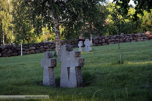 """является мемориал-кладбище солдат и офицеров дивизии СС """"Мертвая голова"""""""