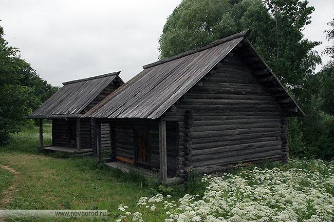 Житница из деревни Углы Шимского района.